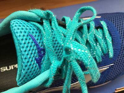 ウエーブエアロの靴紐